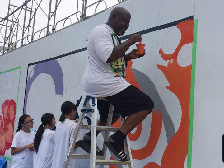 藤沢の中学生と工事現場の仮設壁に壁画